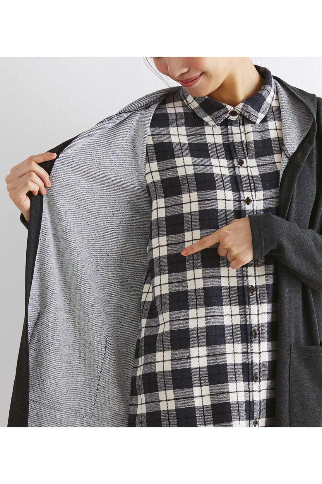 前身ごろのみシャツとパーカーがくっついた2枚仕立て。※着用イメージです。お届けするカラーとは異なります。
