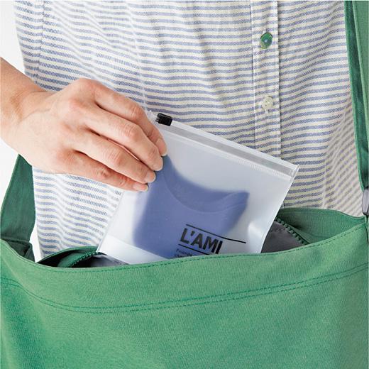 脱いだら専用ケースに入れてバッグへ。