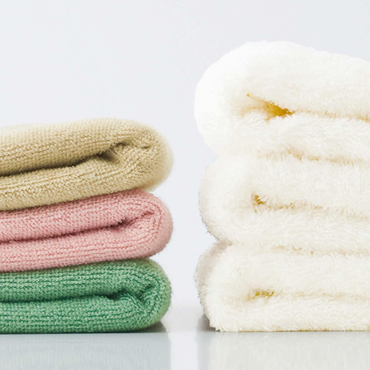 (左:ヘアドライタオル 右:一般的なタオル)薄くて軽いから洗濯しやすく、かさばらないから旅行やジムにも!