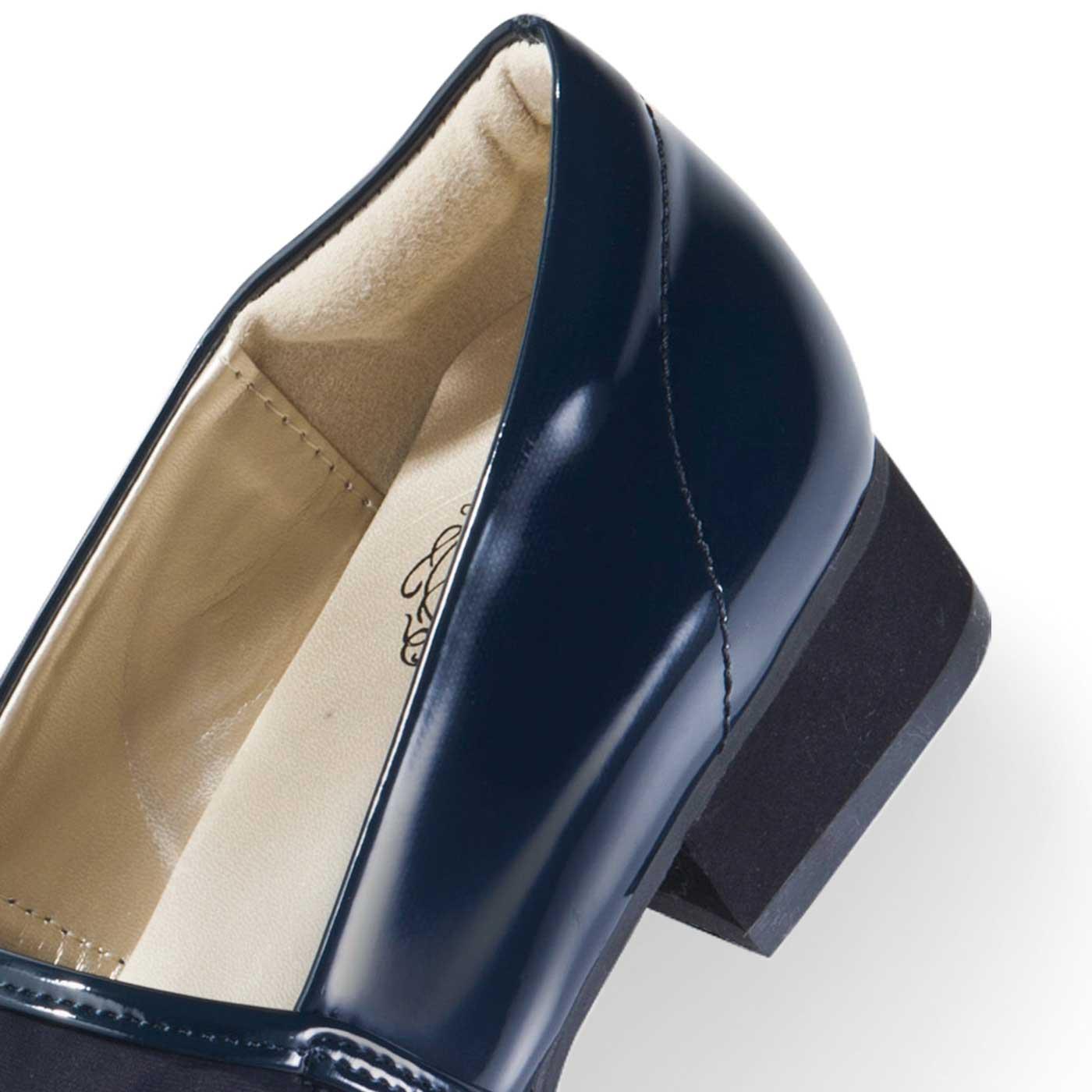 クッション付きで靴ずれをガード。安定感のある約3cmヒールで歩きやすく、スタイルアップ効果も。