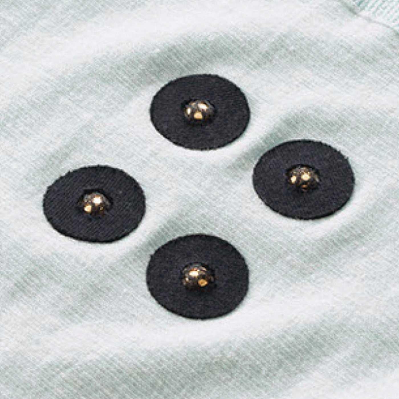 下半身の血行促進のポイントと言われている仙骨まわりに磁石付き。
