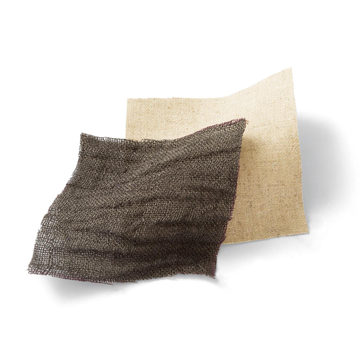 通気性にすぐれた綿麻素材は、見た目も涼やか。