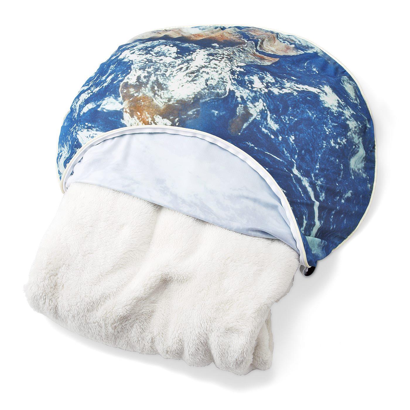 厚手のシングル毛布が1枚入ります。