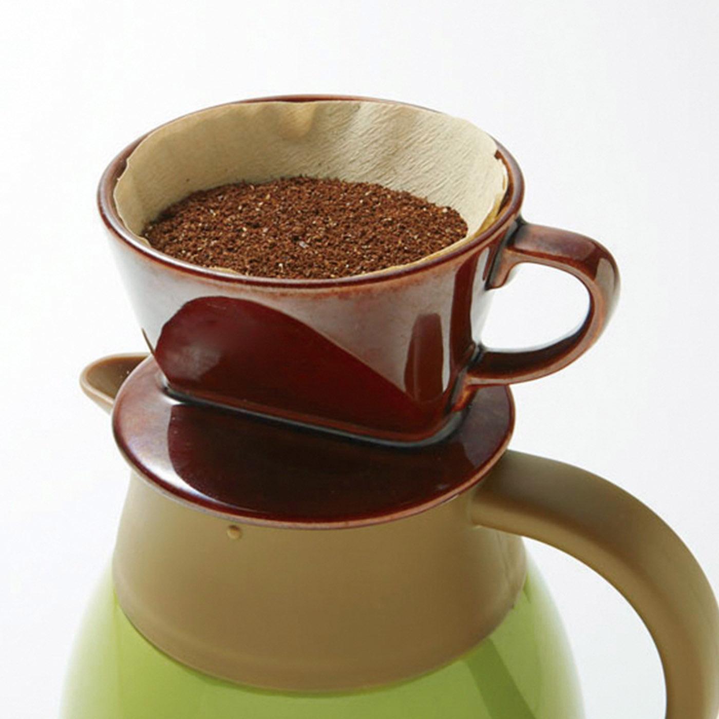 市販のコーヒードリッパーを直接セットして、そのままドリップも。