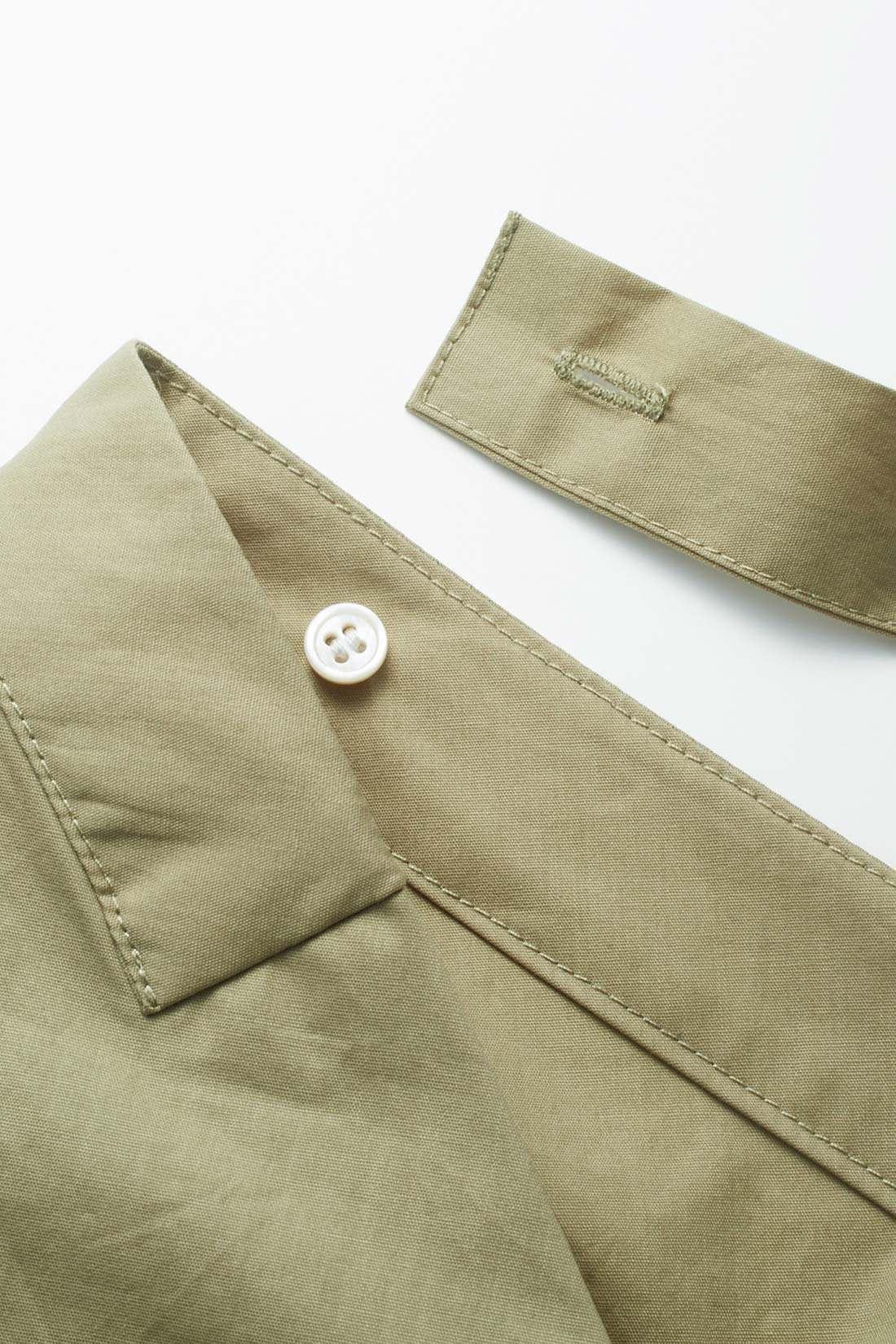 背中のリボンは取り外せるボタン仕様。アウターを着るときもジャマになりません。