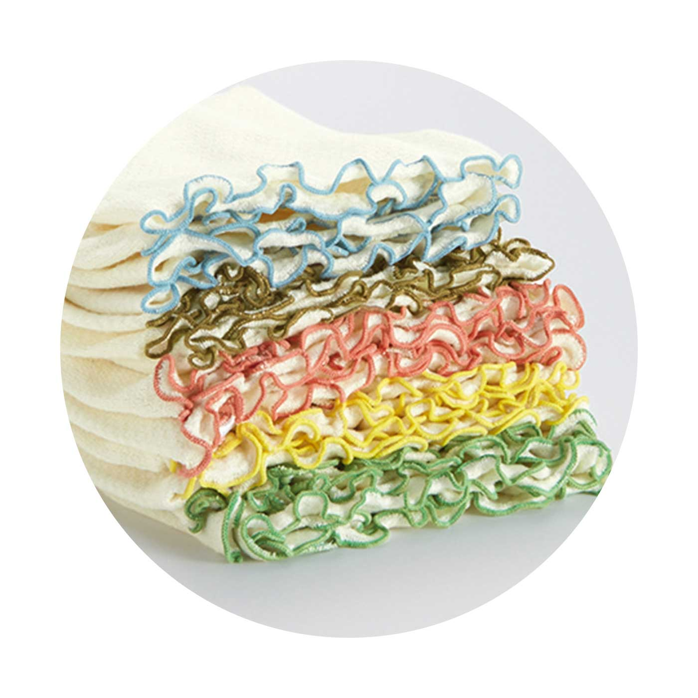 「絹紡糸(けんぼうし)」を採用した繊細なシルクニット仕上げ。