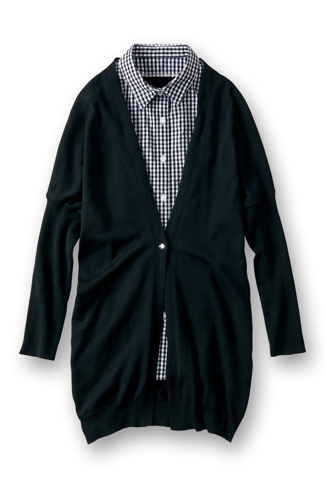 大人かわいい着こなしがキマる〈ブラック〉ドルマンシルエットで肩まわりスッキリ。