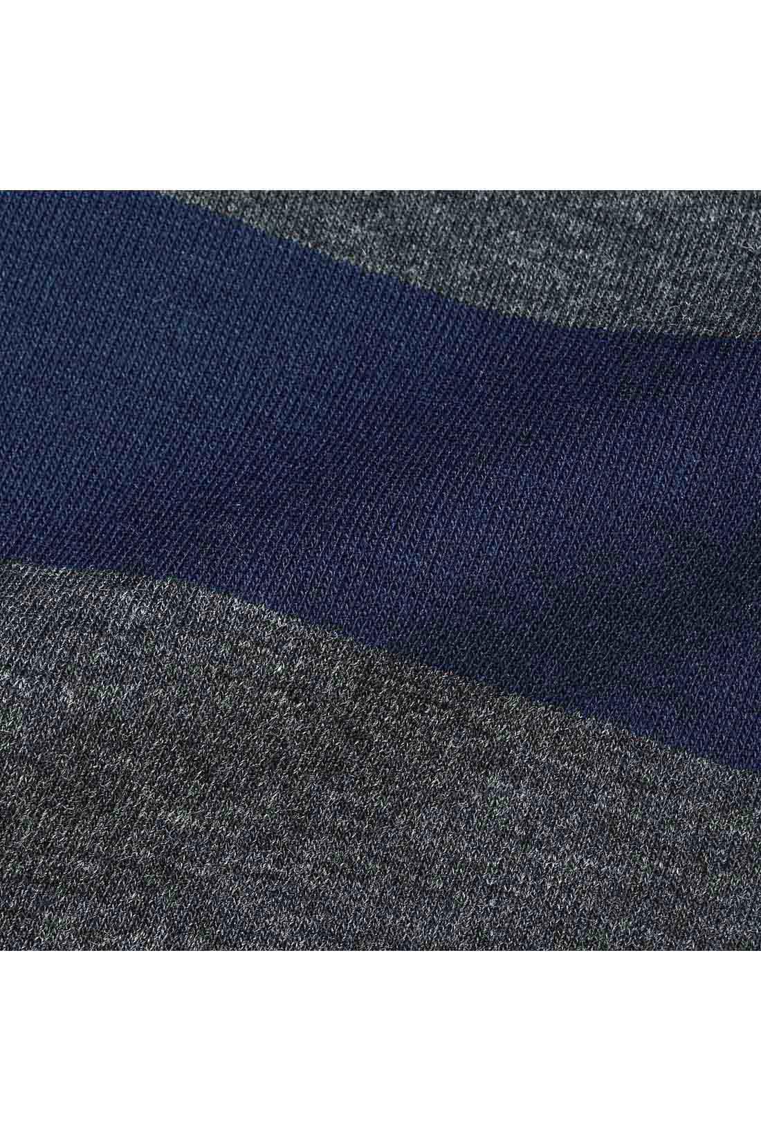 ほどよい厚みで上質感のあるカットソーのポンチ素材は、きれいめで大人っぽく着られるのにTシャツやトレーナー感覚の伸びやかさ!
