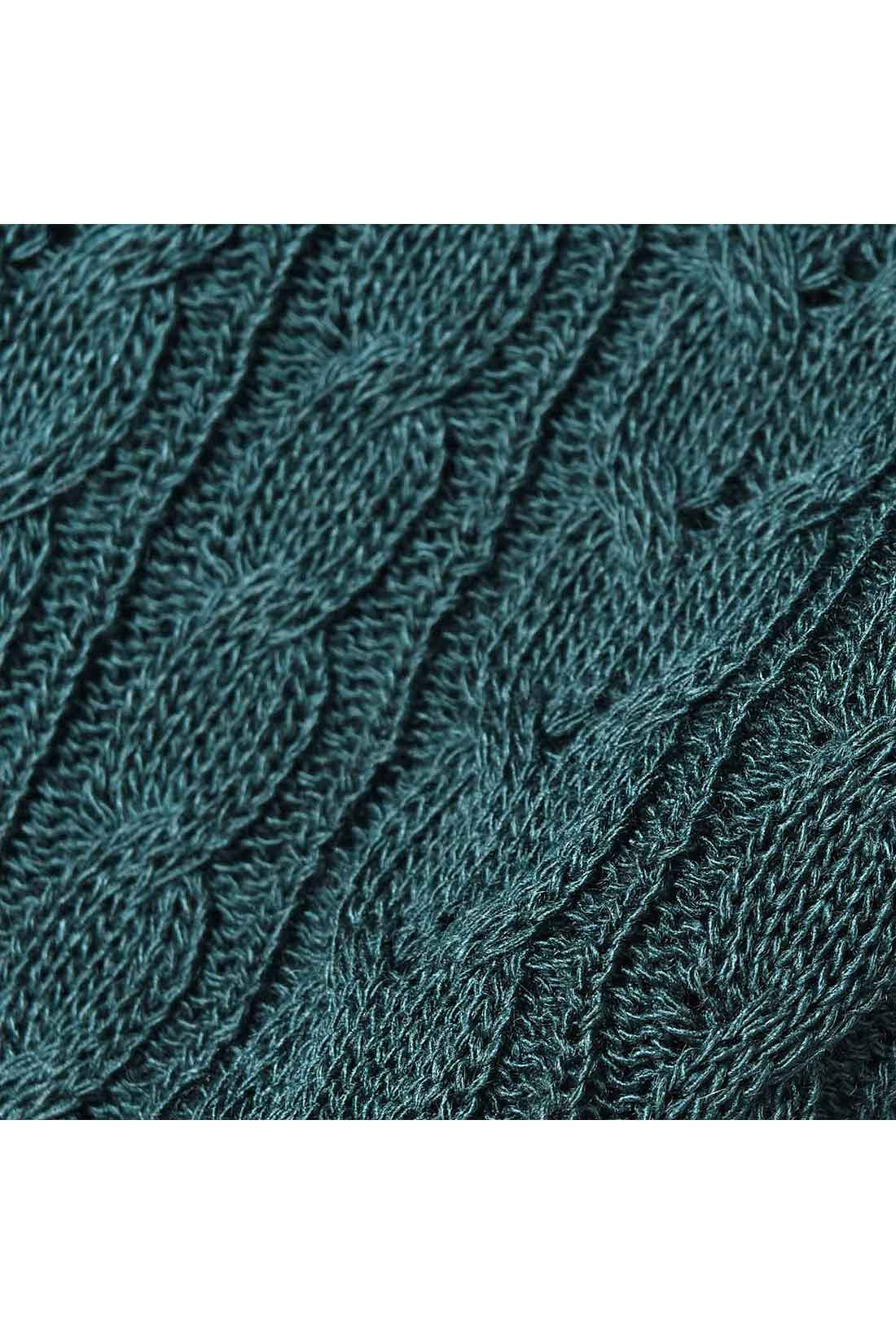 ダイヤ・ケーブル・かのこなど、いろいろな編み柄を組み合わせているから、着映え度抜群。