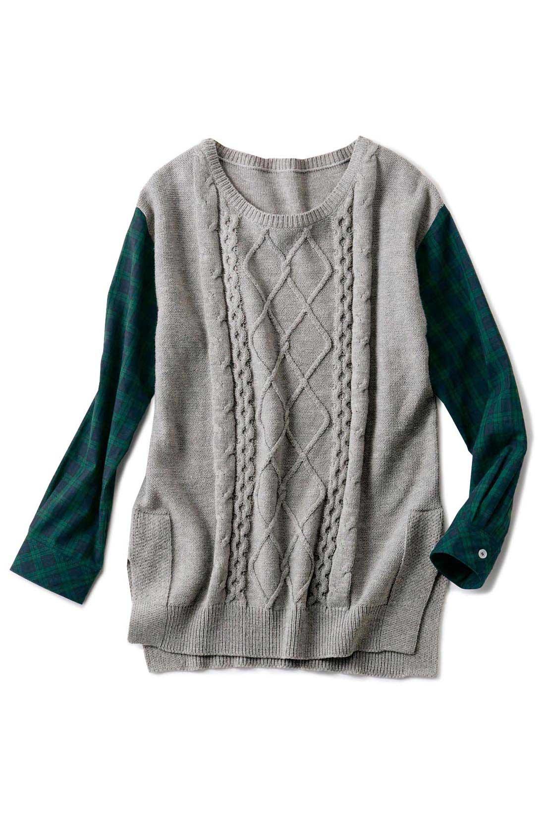 カジュアルで華やかな〈杢グレイ〉 縦目線をつくる編み地の効果で、細見え。バックスタイルは編み柄なしでスッキリ。 サイドスリットで腰まわりのもたつきを解消。 ヒップをカバーするよう、後ろの丈は長めに。腰まわりがすっきり見えます。