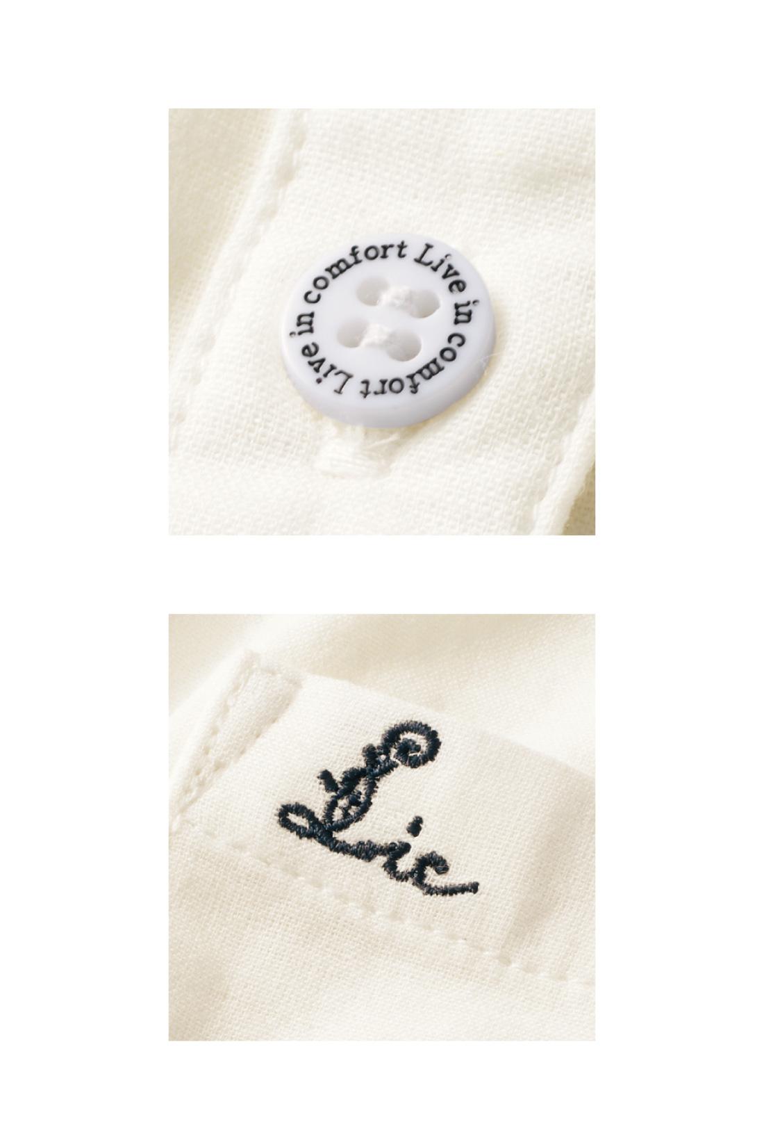 ロゴを刻印したオリジナルボタンでこっそりかわいく。ポケットの刺しゅうが大人っぽくおしゃれな印象です。