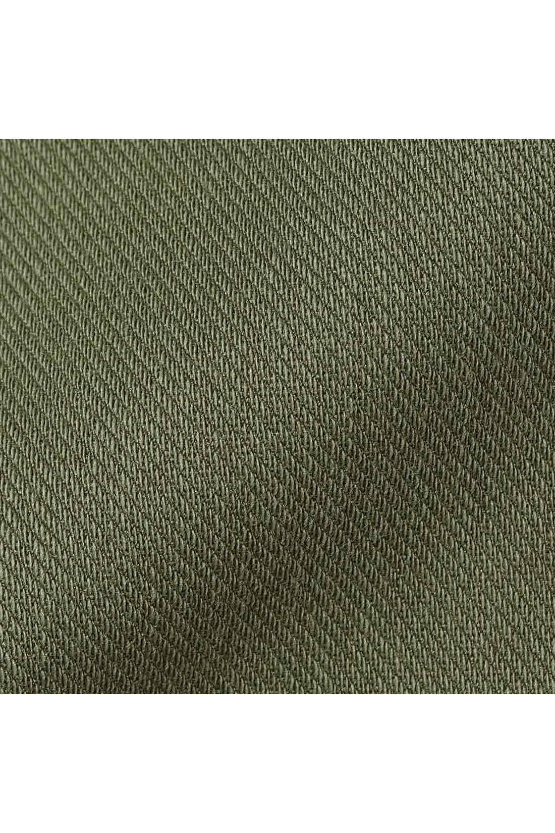 ストレッチ素材同士を貼り合わせて厚みを持たせたボンディング素材。