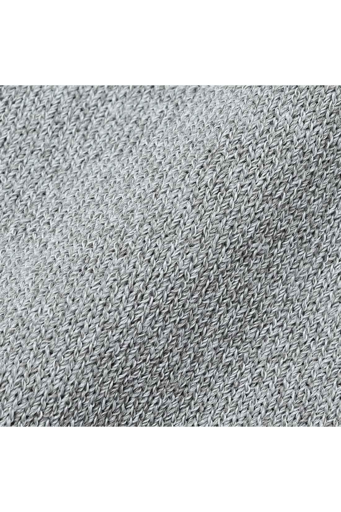 Tシャツ感覚でロングシーズン着られるシャリ感ニット。