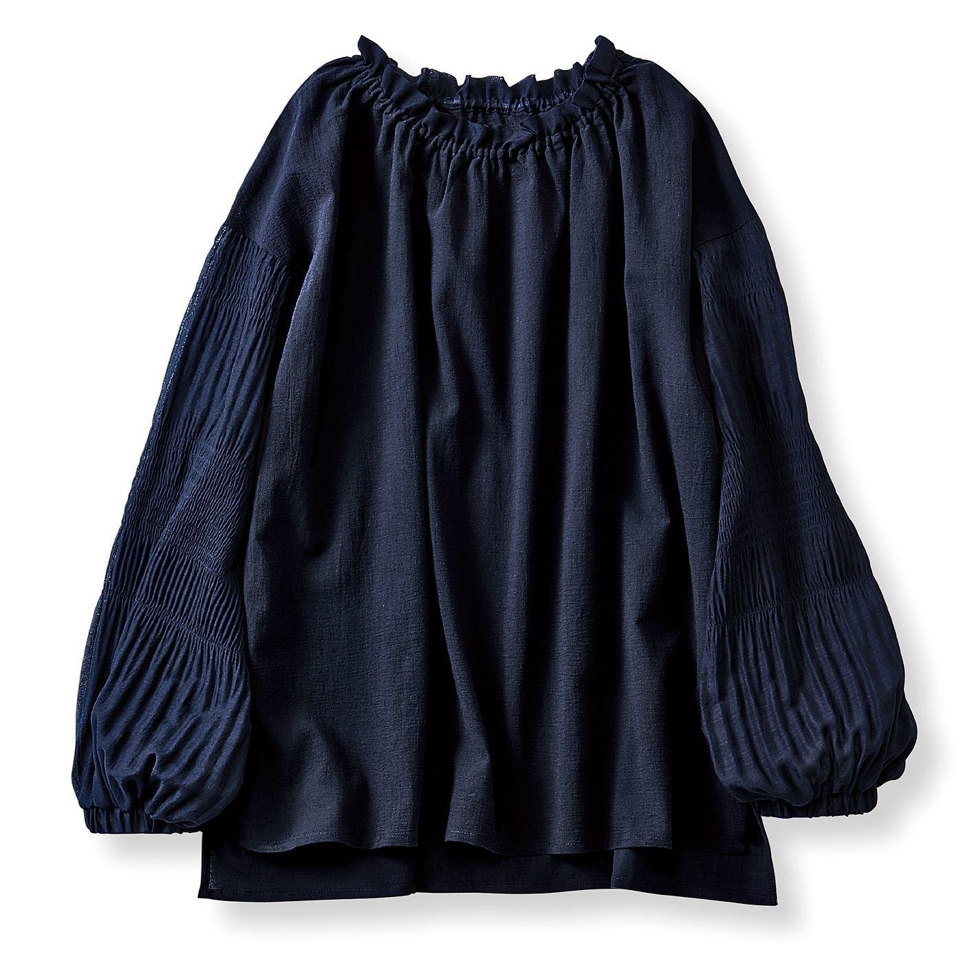 リブ イン コンフォート 衿ぐり伸びてサッと着やすい マジョリカプリーツをあしらったブラウス〈ネイビー〉