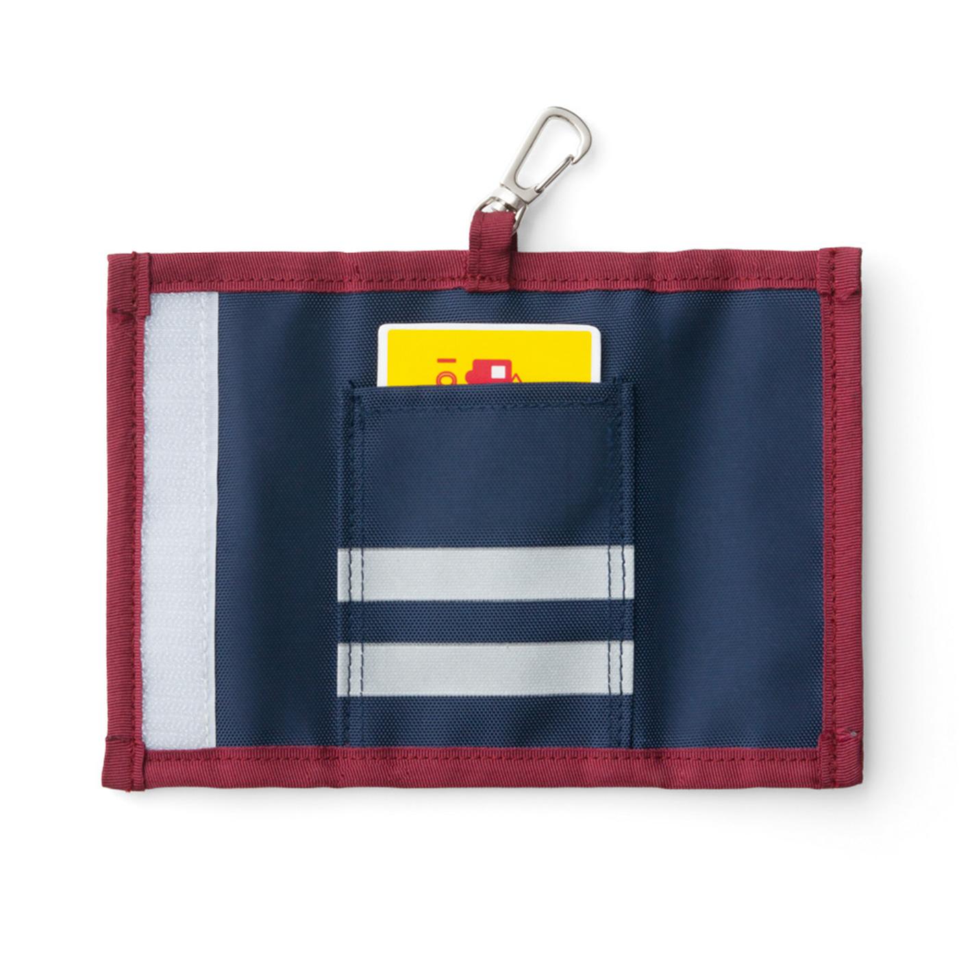 〈裏面〉カードポケット、反射プリント付き。リバーシブルで使えます。