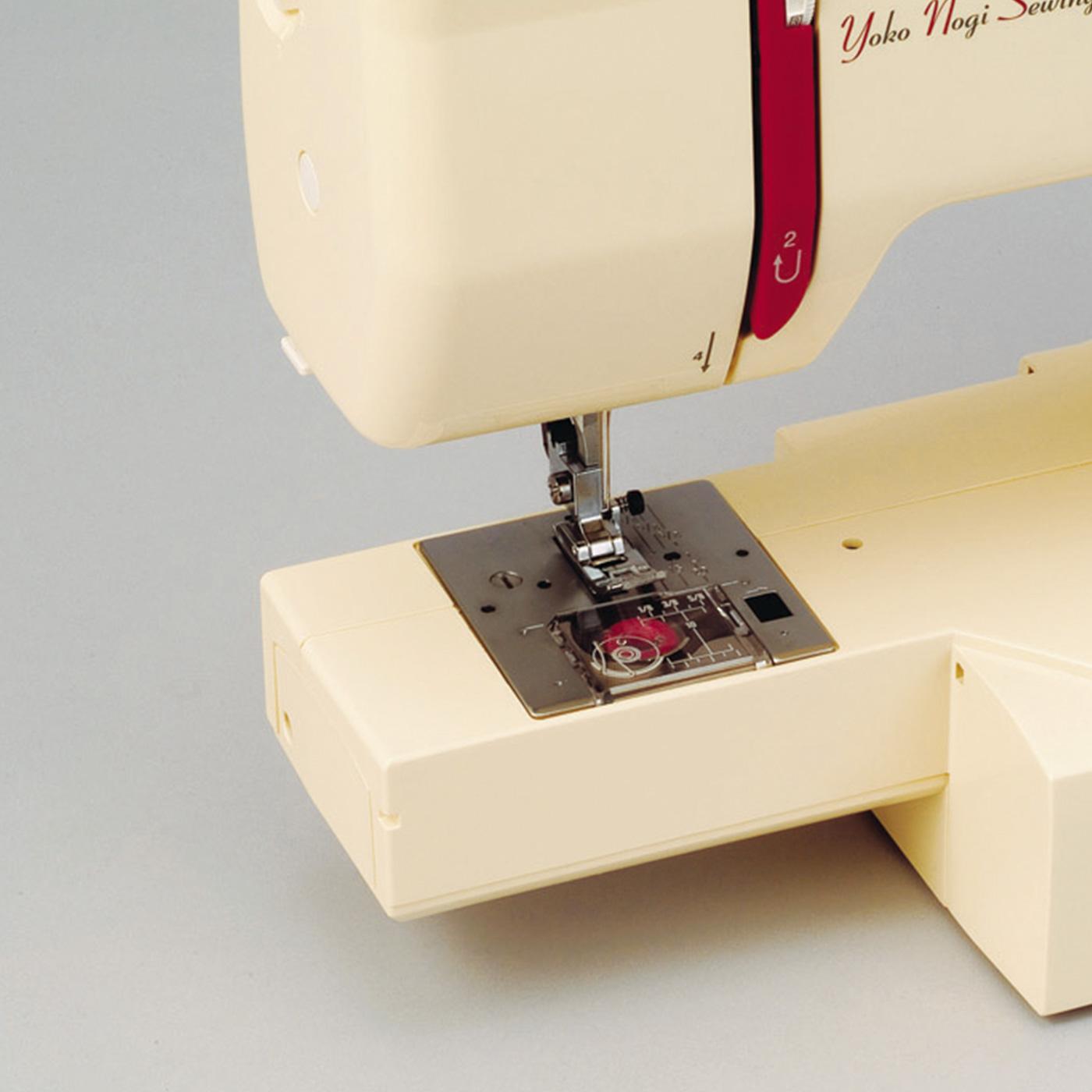 袖縫いやパンツのすそ縫いに便利なフリーアームにもなります。