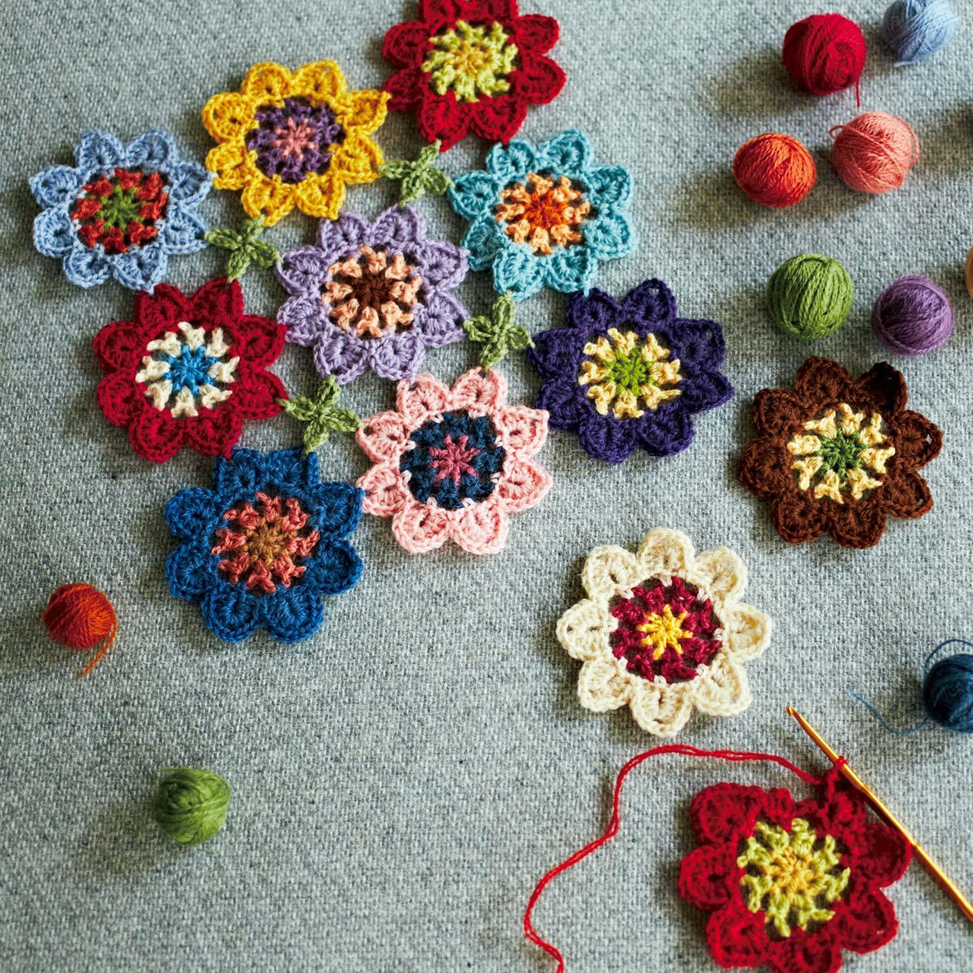 小さなモチーフを作って編みつなげたり。