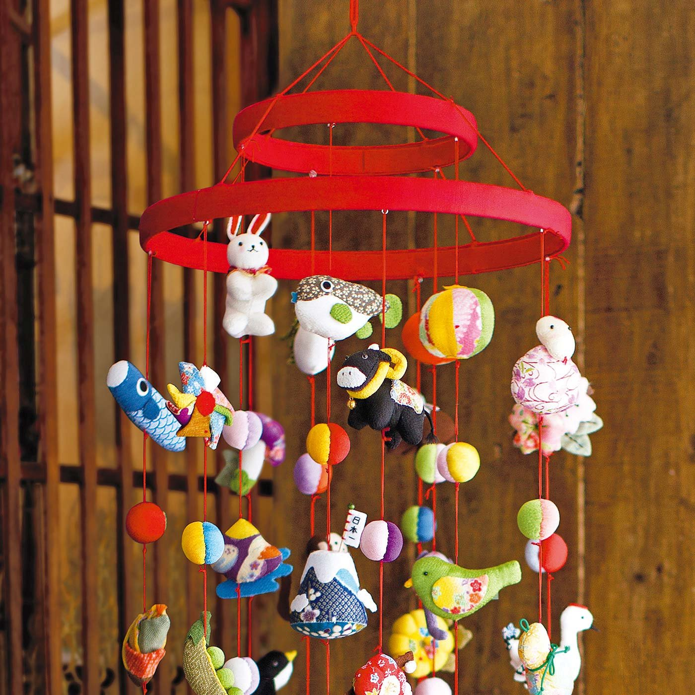 家族のお守り 干支と縁起もの つるし飾りの輪飾り