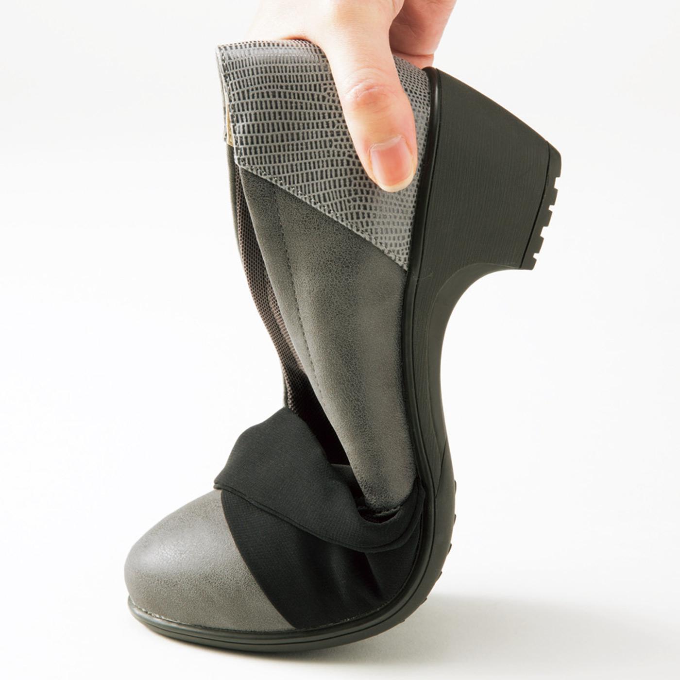 【しなやかソール】しなやかに曲がり、衝撃を受けにくいゴム素材のモールドソールでスニーカー並みの歩きやすさ!