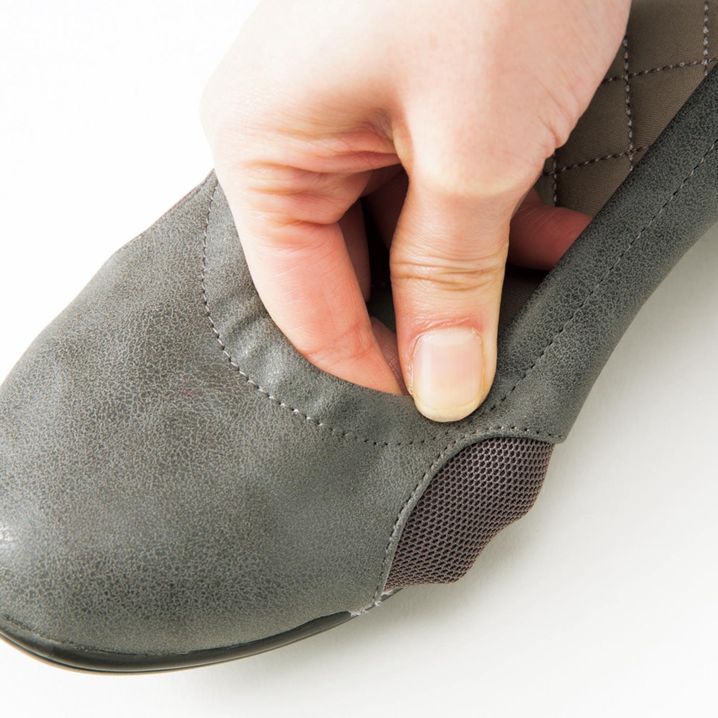 両サイドは親指と小指の付け根を圧迫しにくいストレッチ素材。※写真はリボンを切り取っています。