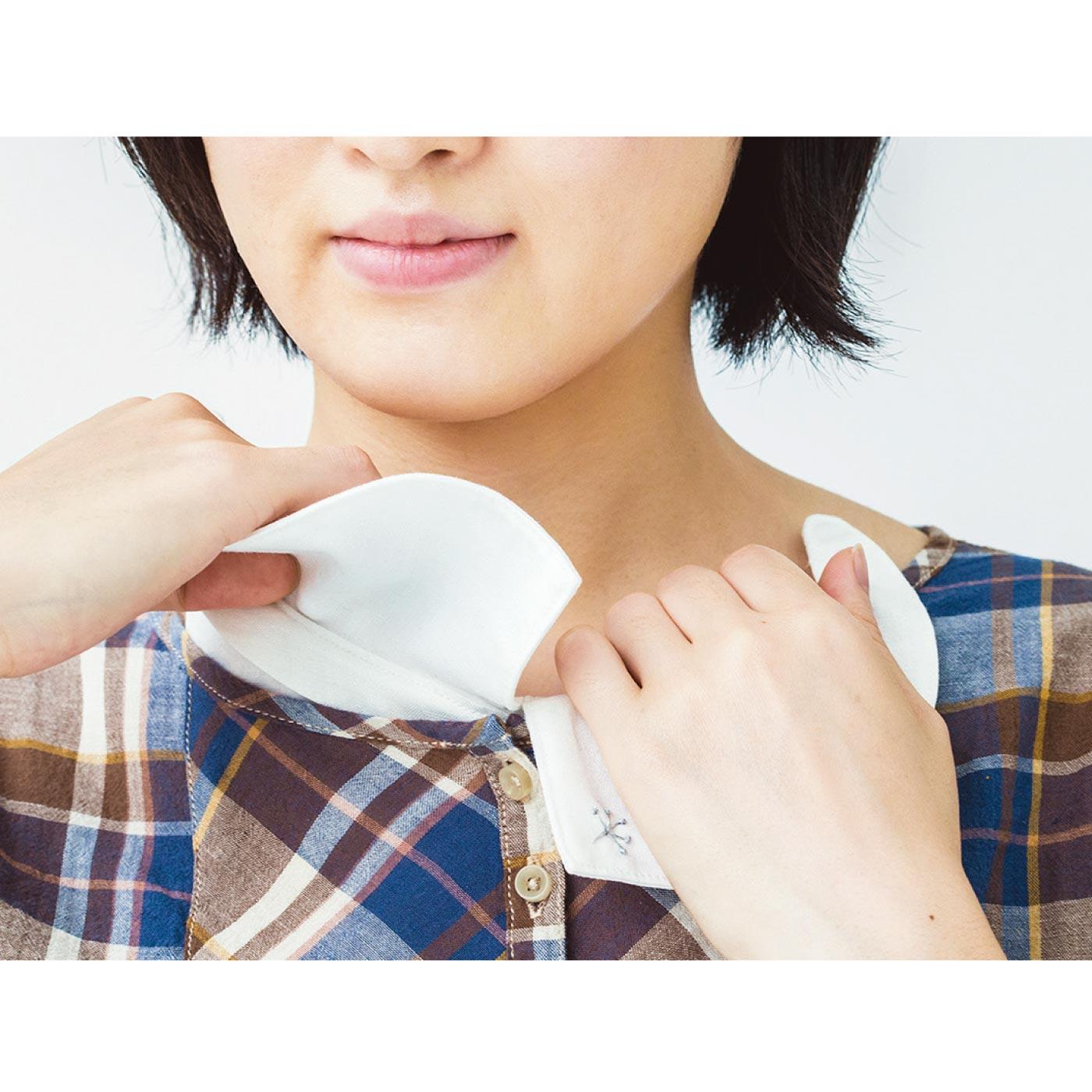 How to use1.中心を合わせて衿をはさみこんで。