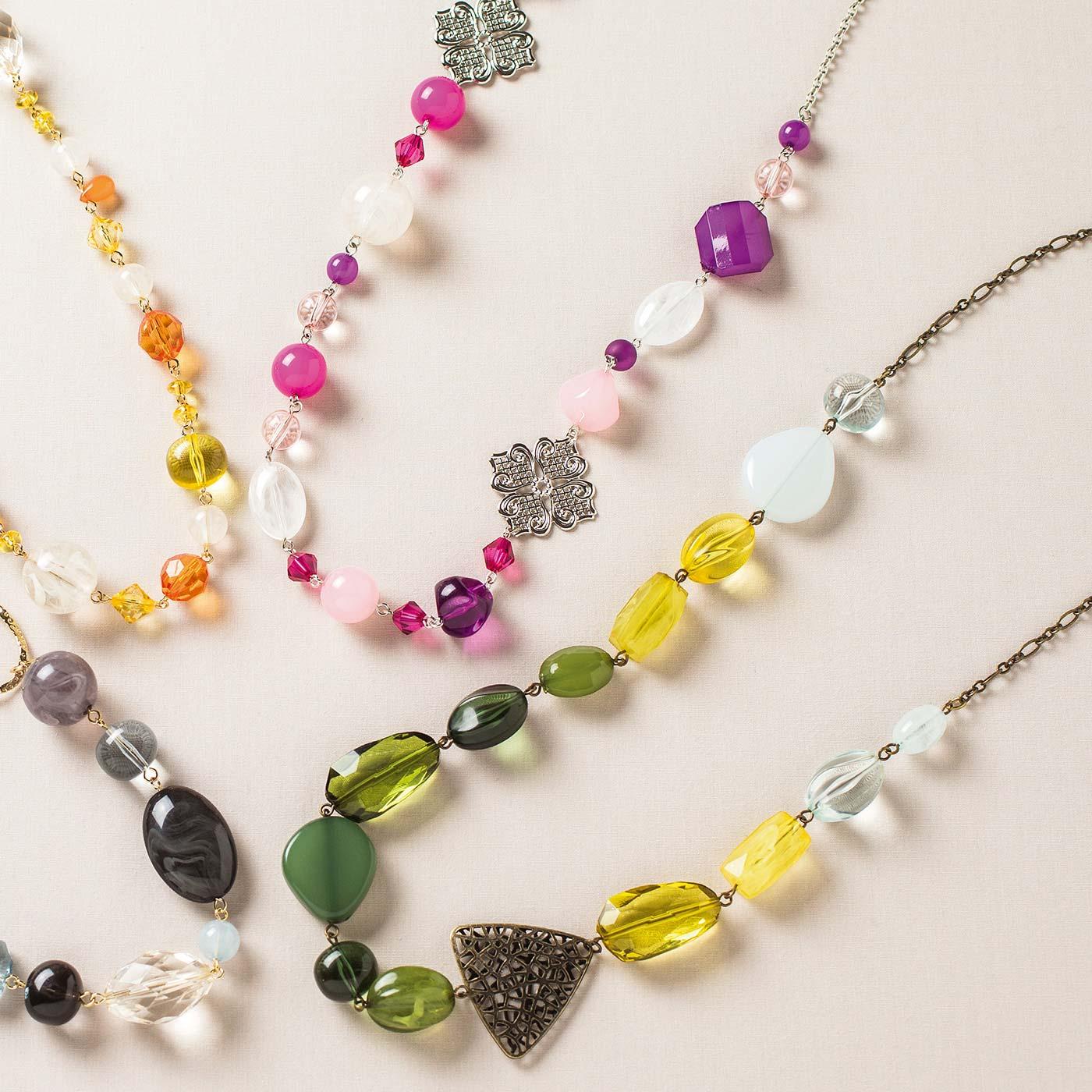 シルバーの透かしパーツがきらめく グレープカラーのネックレス グリーンのグラデーションが美しい 9ピンつなぎのネックレス