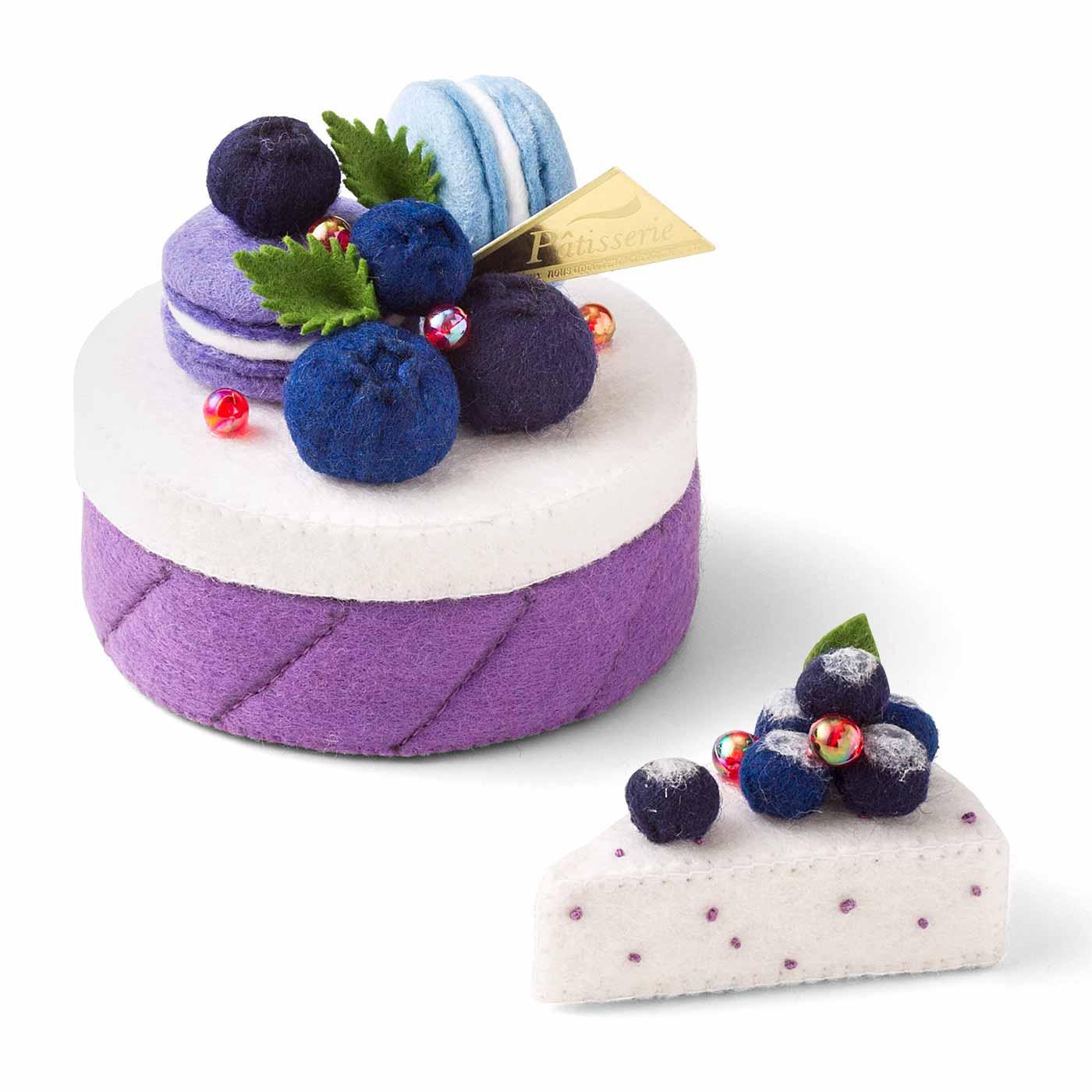 バラのクリームケーキとバラのケーキのチャーム