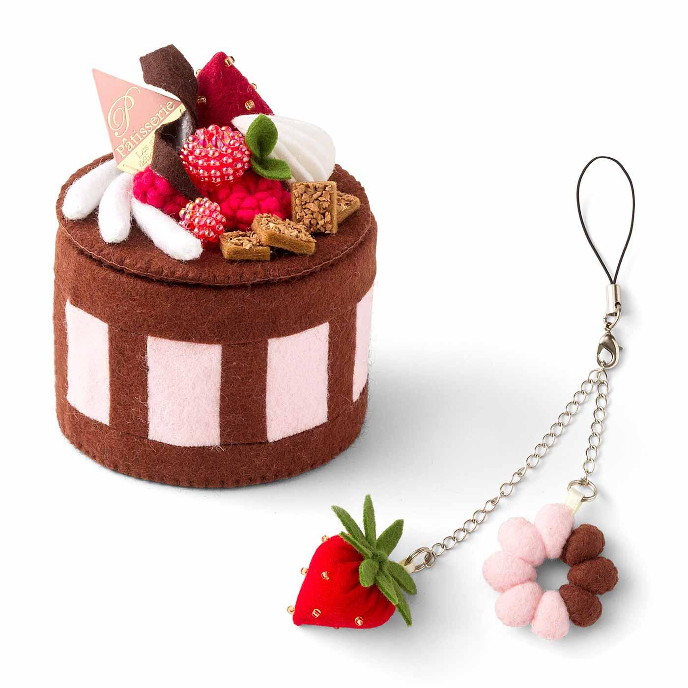 ホワイトチョコ飾りのケーキとマグネット