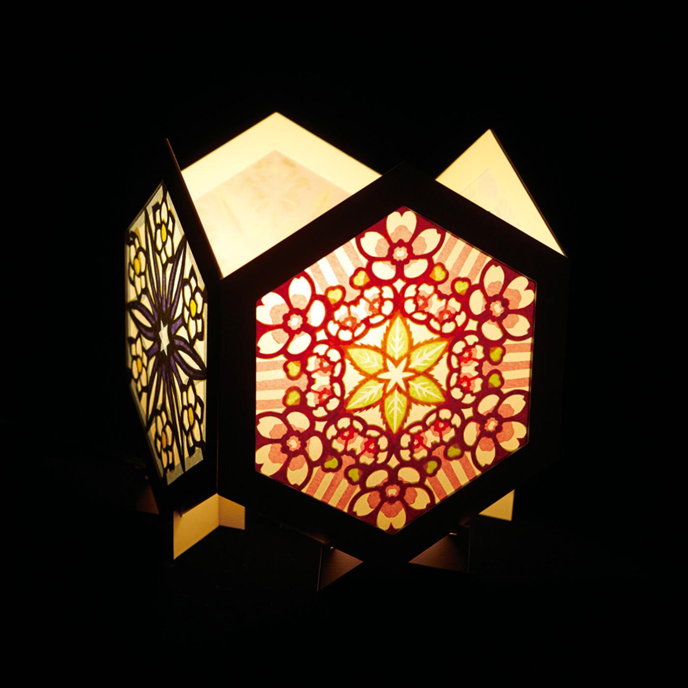 作品を4つ箱型につなげてLEDライトを入れれば、ランプシェードに。