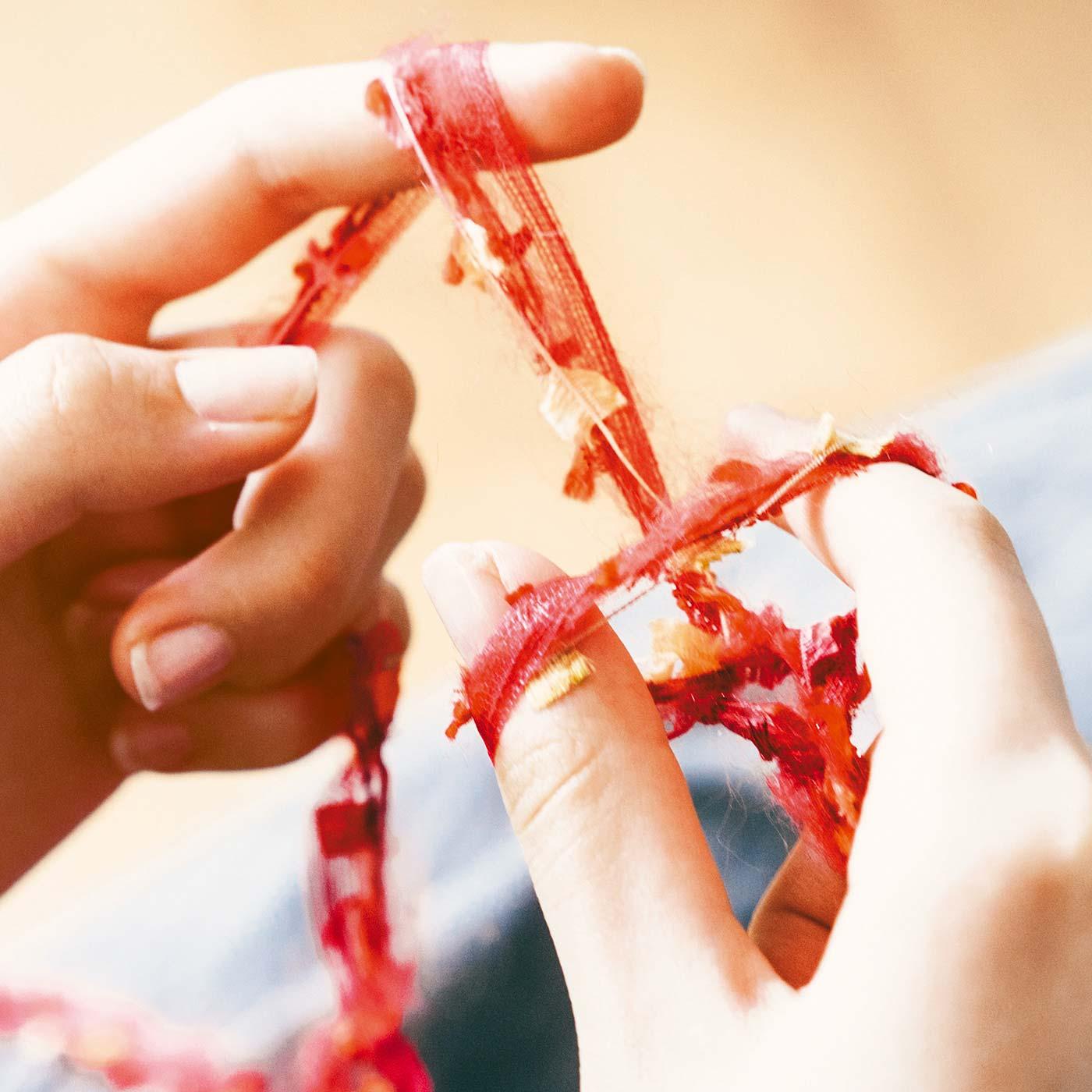 編み針を使わず指で編んでいくので、編み物はじめてさんにもおすすめです。