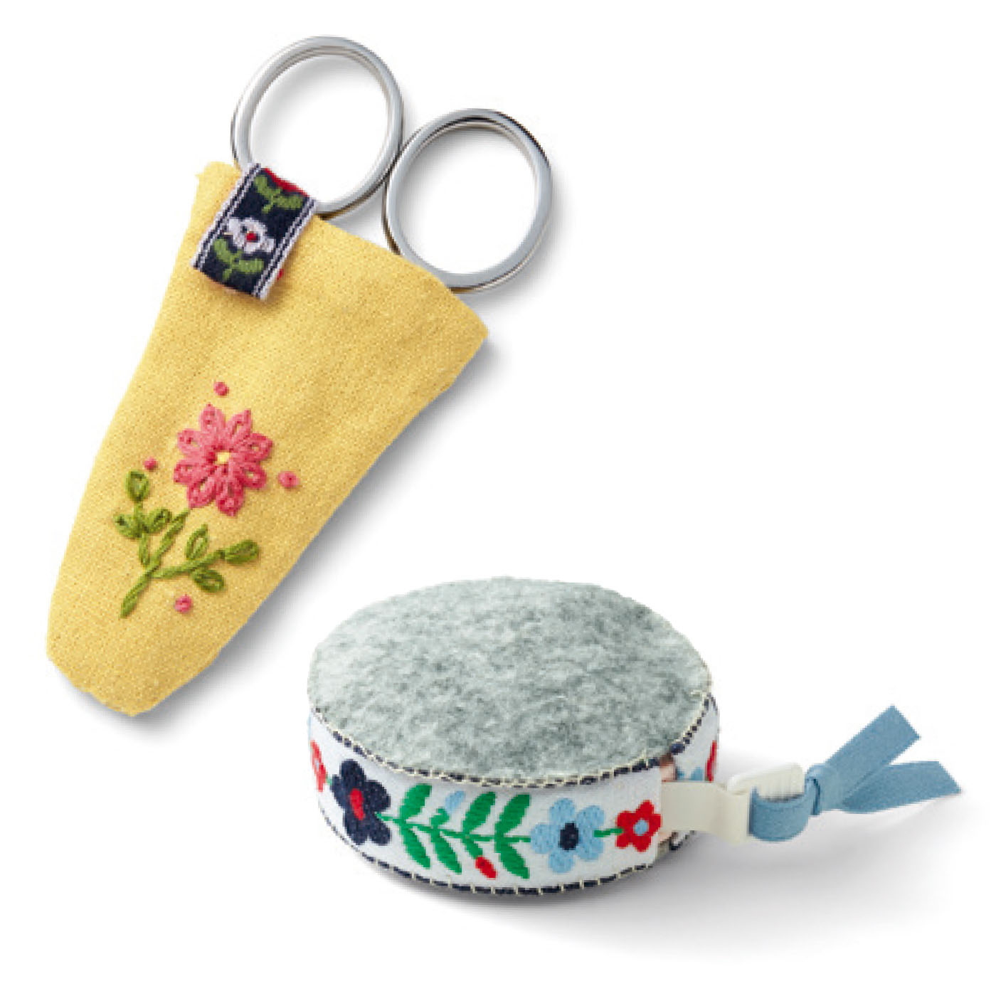 採寸したり、布の長さを測るときに使うメジャーと、小物作りやお直しなどに活躍するスナップボタンを。