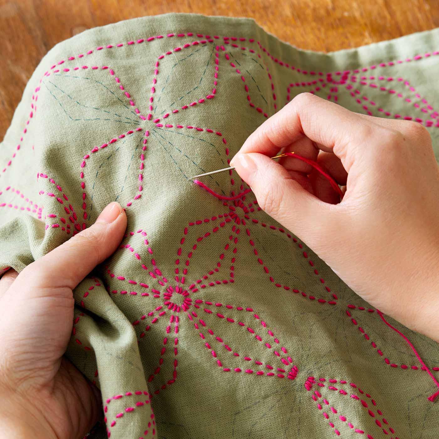 さらし木綿を彩る素朴な伝統文様。使うたびにしあわせな気分に。