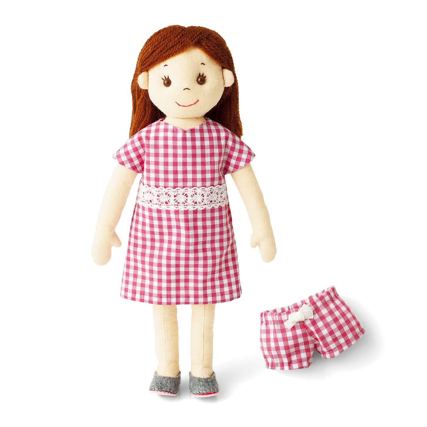 お人形のほかワンピースとパンツ、靴も作れます。