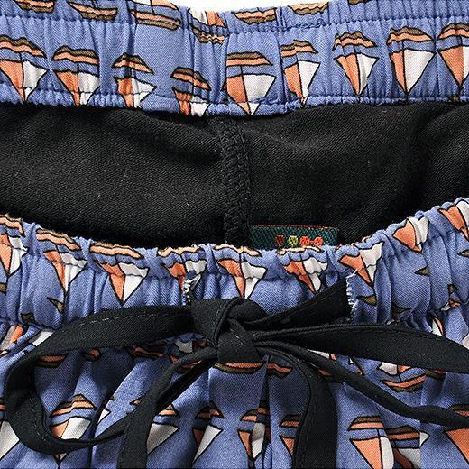 スカートとレギンスを、ウエスト部分で縫い付けてドッキング。