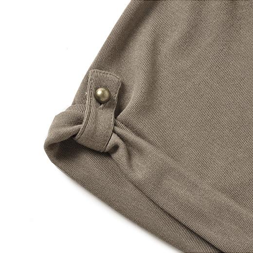 袖丈はタブで調整可能。