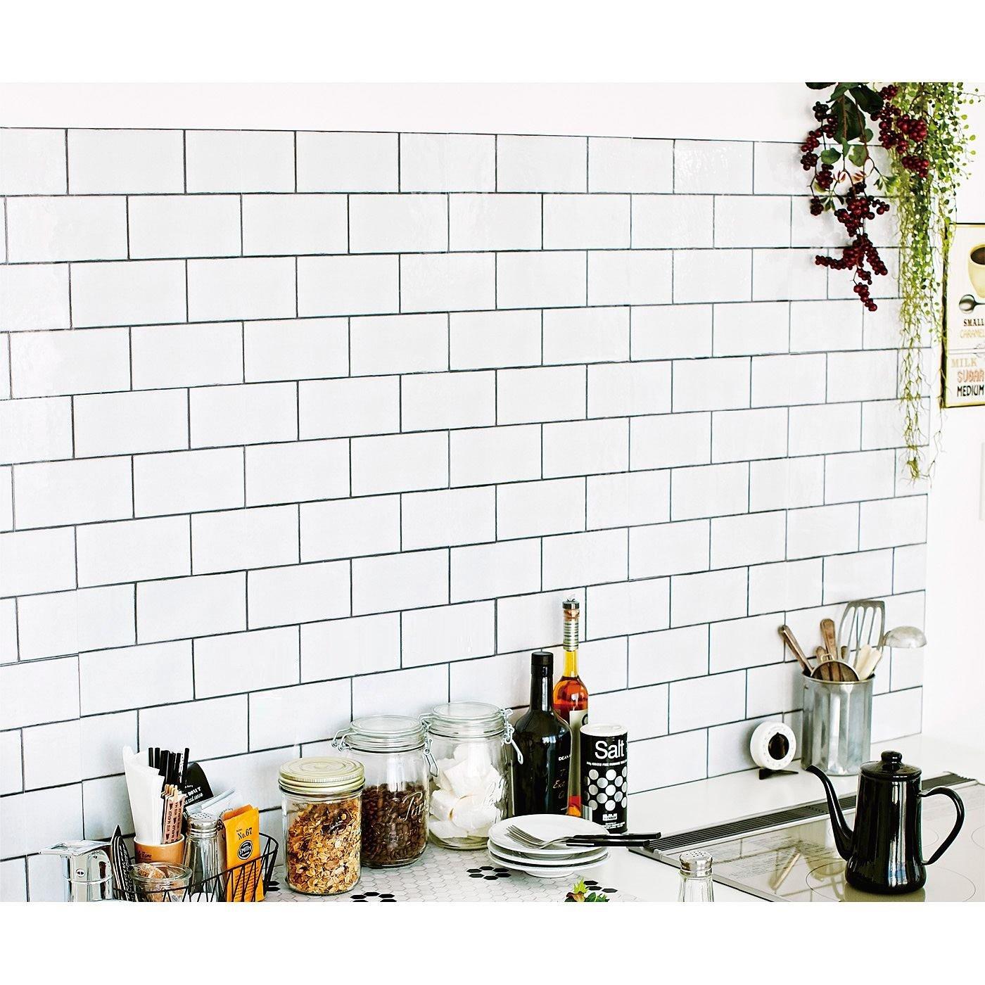 貼ってはがせて汚れがふき取りやすい 30cm角の壁紙シール〈サブウェイタイル柄〉の会