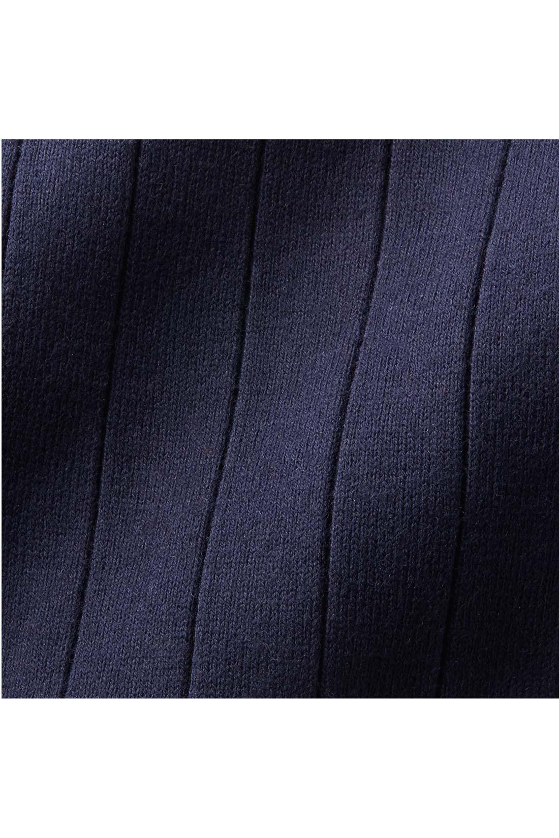 からだのラインを拾いにくいポリエステル混綿素材。 ポリエステルを混紡することで適度な張りを出した素材。からだのラインを拾いにくく透けにくいリブカットソーです。 ※お届けするカラーとは異なります。