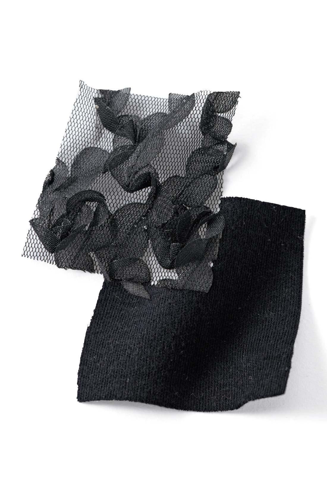 袖はやわらかなペタル(花びらのような)レース。身ごろは肌ざわりのいいやわらかなカットソー素材。