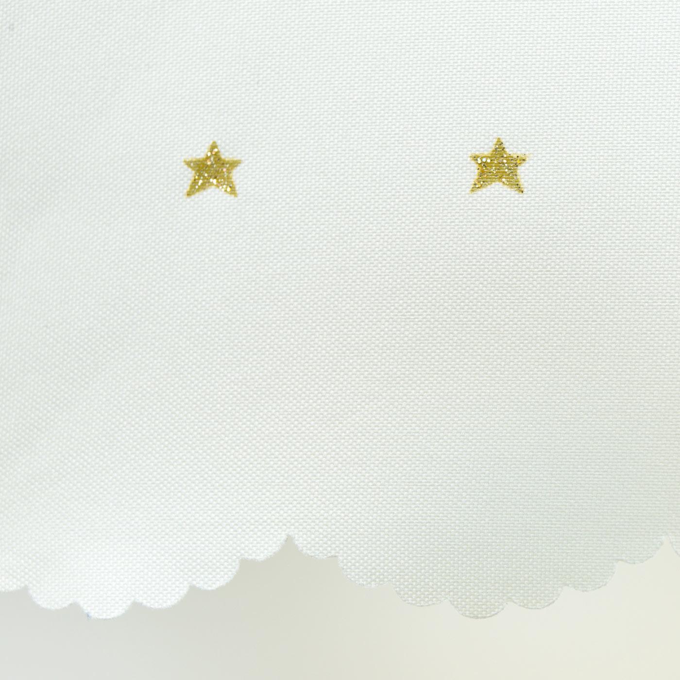 上品なスカラップと星プリント。