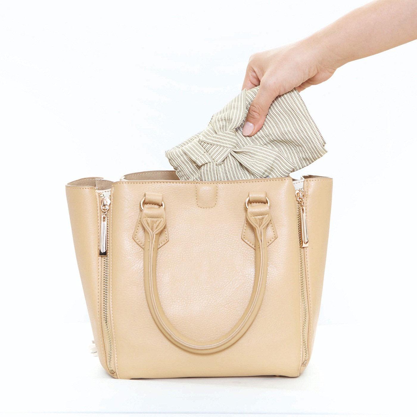 コンパクトにバッグに入れて。