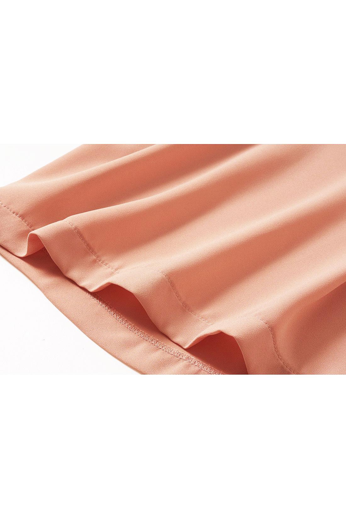 艶があり風をはらむような素材。 ※お届けするカラーとは異なります。
