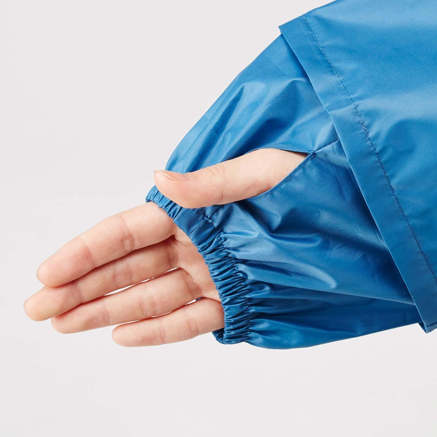 袖口には親指ホールがあり、手の甲をカバーできます。