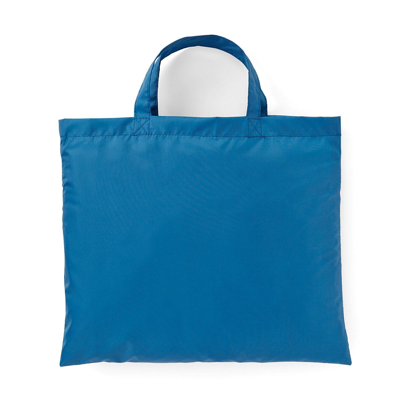 ポンチョを折りたたんでしまえる収納バッグ付き。