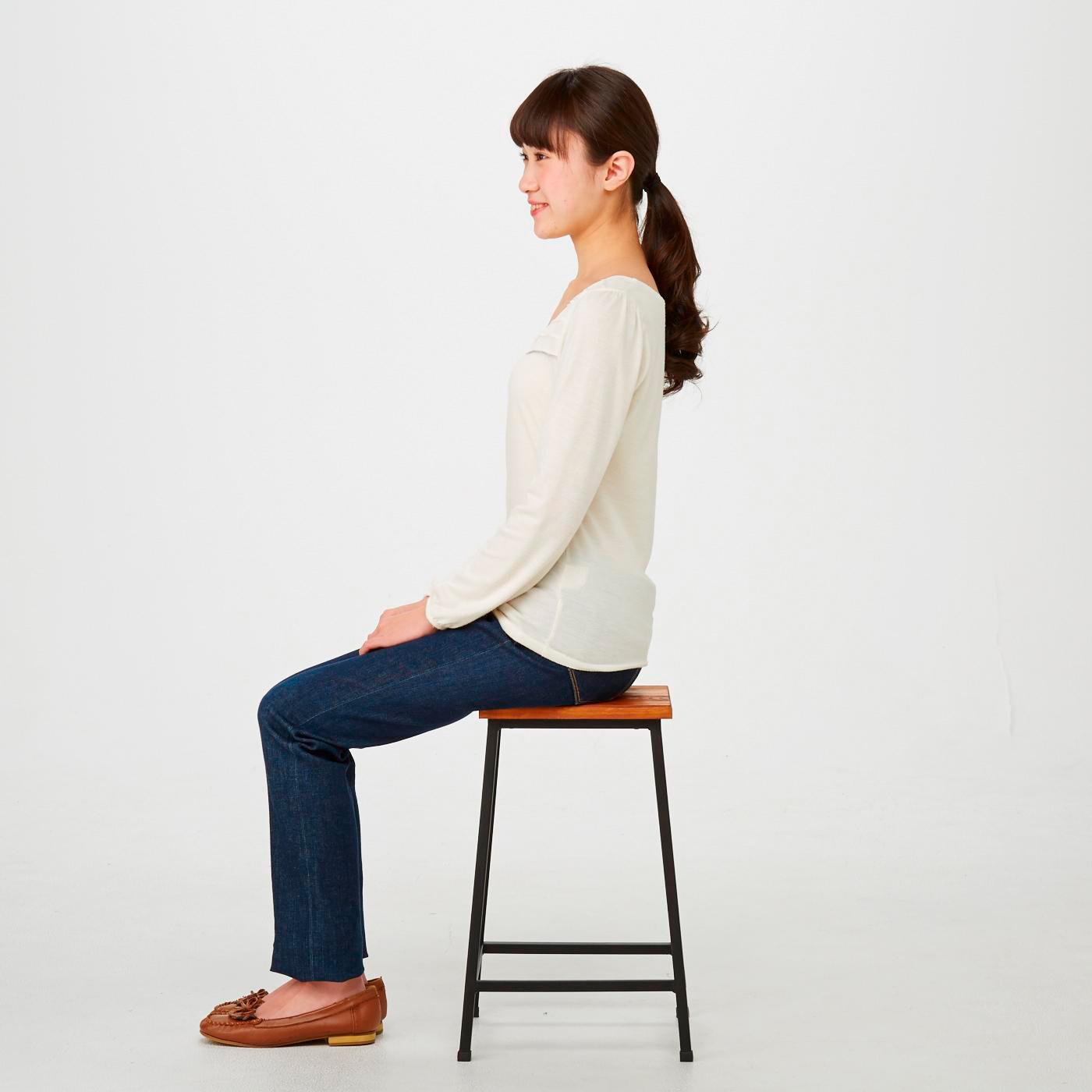 座りやすく、場所を選ばず使える高さが魅力。