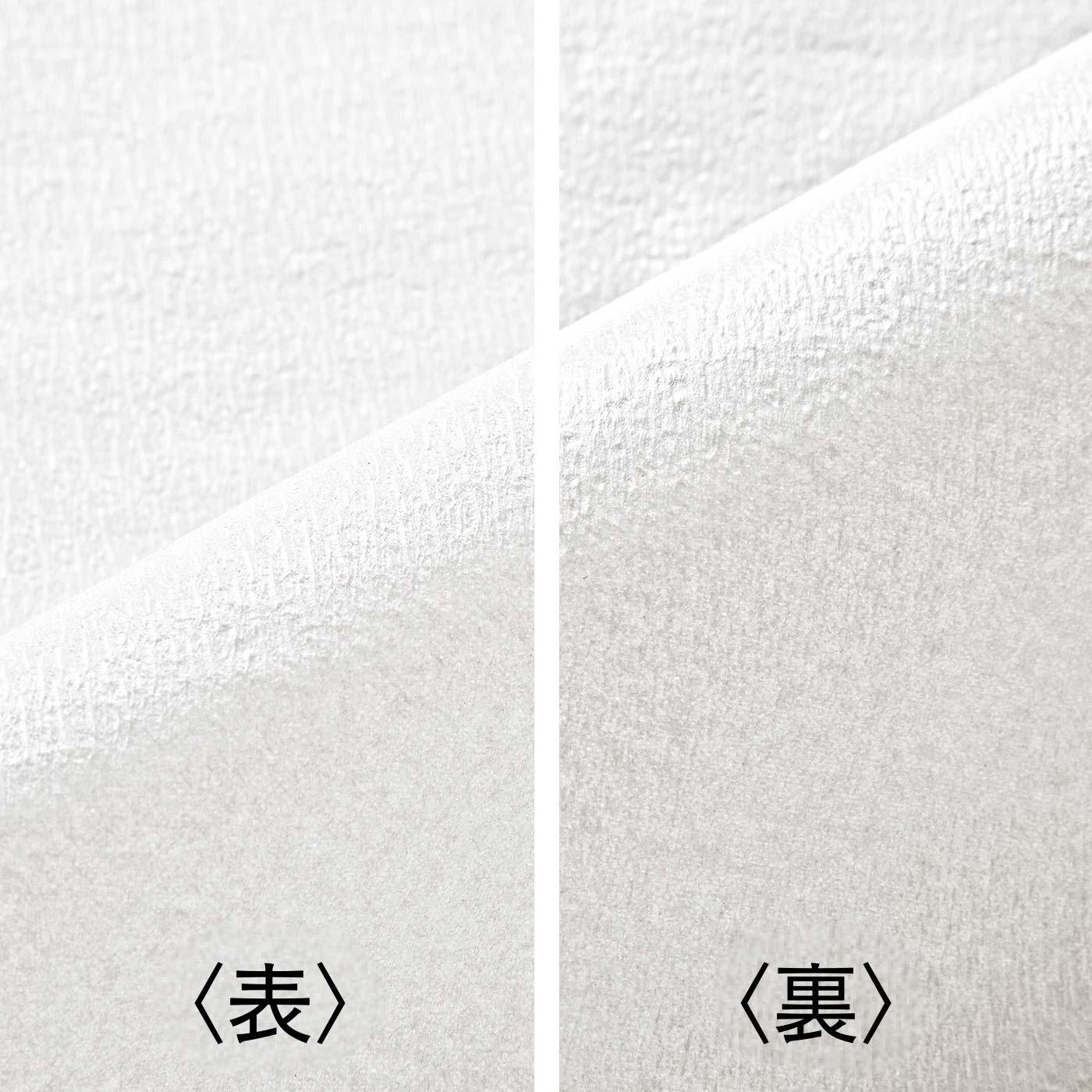 表は白無地のクレープ紙。裏はポリエチレン加工がほどこされているので、ほこりや汚れ、水分を通しにくい。