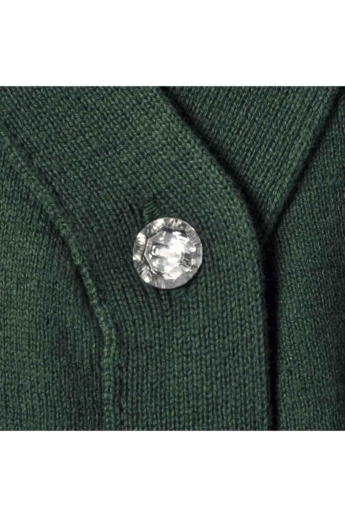 ポケット口の配色ラインがさりげなくかわいいポイント。