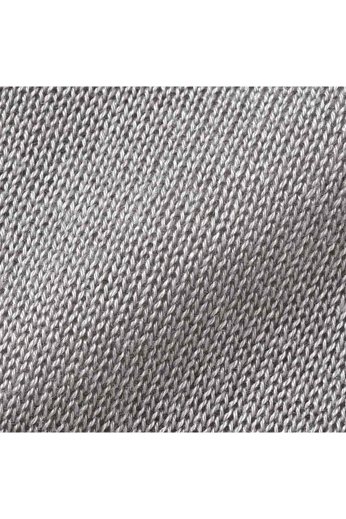 さらりとした肌ざわりのてろやかテンセル(R)混素材。ほどよい光沢がリッチで上品。