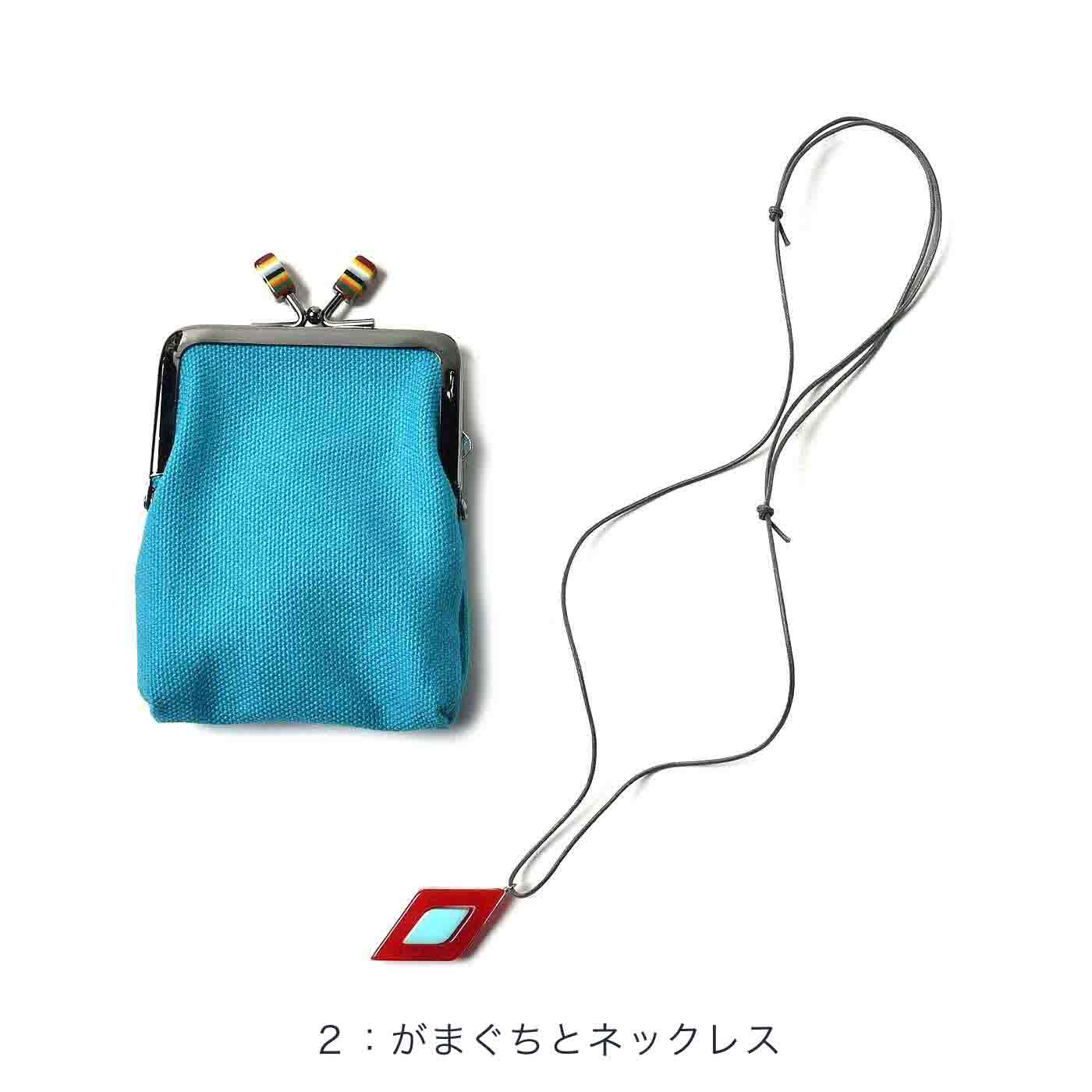 ポイントカードなどが入れられるプチがまぐちとネックレスのセット。縦約10cm(口金部分含まず)、横約7.5cm、厚み約1cm