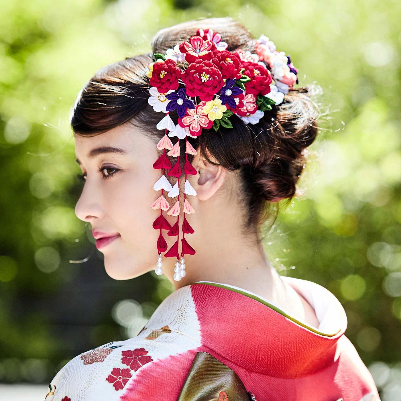 成人式の振袖に手づくりのかんざしで華をそえて(写真は紅色を着用しています)。