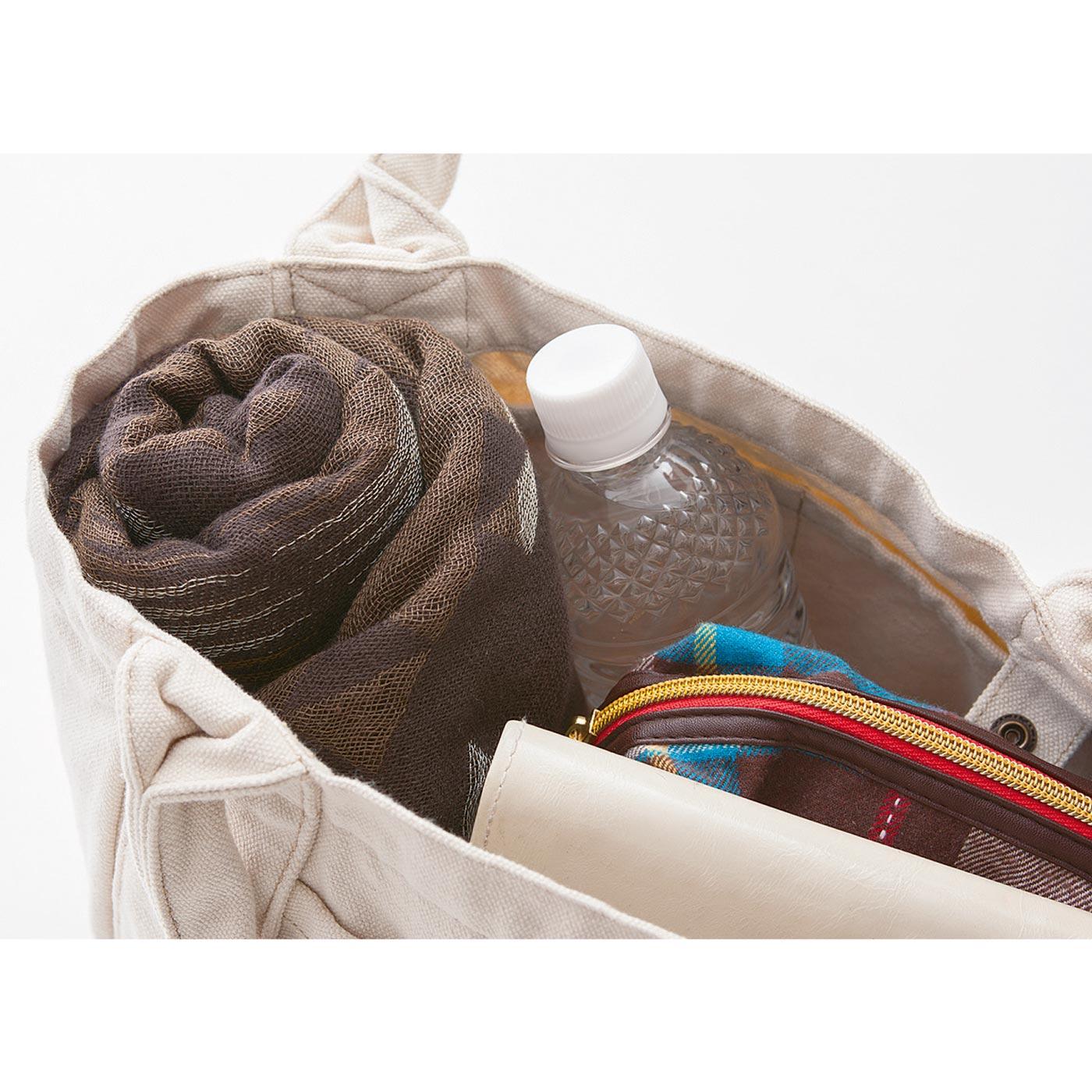 たためばコンパクトになるから、かばんに入れて持ち運びもOK。
